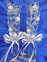 Контурные сердца пятилистник в белом цвете