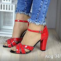 Босоніжки (Босоножки красные с черным на невысоком каблуке)