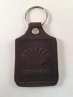 Брелок для ключей с логотипом марки авто кожаный