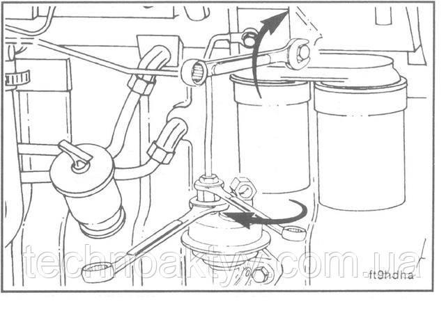 Ключи 14мм, 17 мм  Установите и подсоедините топливопровод к топливоподкачивающему насосу и головке фильтра, используя при этом два ключа.  ПРИМЕЧАНИЕ:Не перетягивайте соединение, т.к. чрезмерное затягивание крепежных деталей может вызвать утечку топлива.  Крутящий момент затяжки:24 Н • м [18ft-lb]