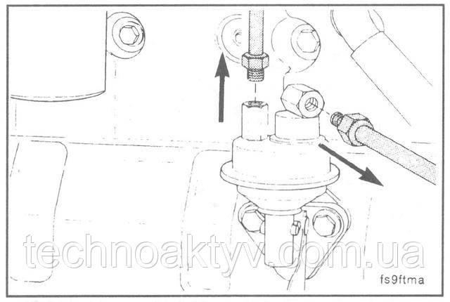 Ключи 14 мм, 17 мм  Отсоедините топливопроводы.