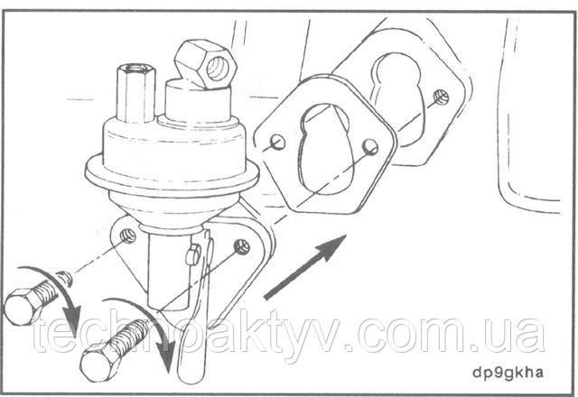 Ключ 10 мм  Установите новую прокладку и топливоподкачивающий насос.  Подсоедините топливопроводы.  Крутящий момент затяжки: 24 Н • м [18ft-lb]