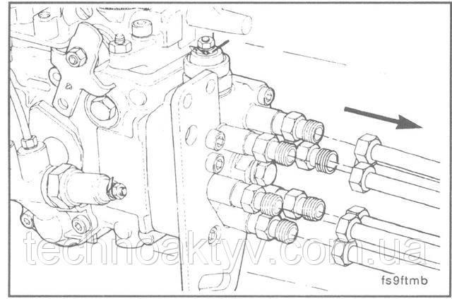 Ключ 17 мм  Отсоедините топливопровод(ы) от топливного насоса. Для того, чтобы предотвратить попадание грязи в систему, накройте форсунки и нагнетательные клапаны защитными колпачками.  Внимание ! Установите прижим в первоначальное положение и во избежание поломок от сильной вибрации проверьте отсутствие перегибов и касаний топливопроводов друг с другом или другими деталями.
