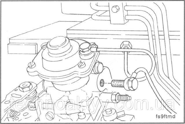 Ключ 17 мм  Отсоедините крепление дренажного топливопровода от ТНВД.