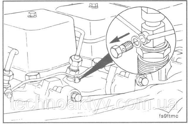 """Ключ 10 мм  Выверните болты крепления соединения типа """"банджо"""" и уберите кольцевые прокладки."""