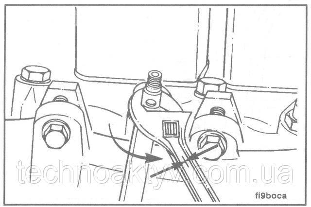 Ключи 16 мм, 24 мм  Внимание ! Форсунку нельзя проворачивать в отверстии головки цилиндров, т.к. это может вызвать повреждение головки.  Снимите форсунки.