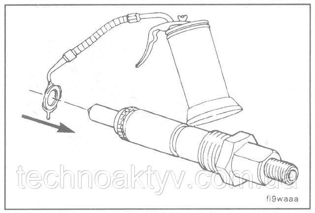 Наденьте новую медную шайбу на форсунку.  Используйте только одну медную шайбу.  ПОЛЕЗНЫЙ СОВЕТ: Нанесите небольшое количество моторного масла 15W-40 между шайбой и форсункой, что поможет удержать шайбу на месте при установке форсунки.
