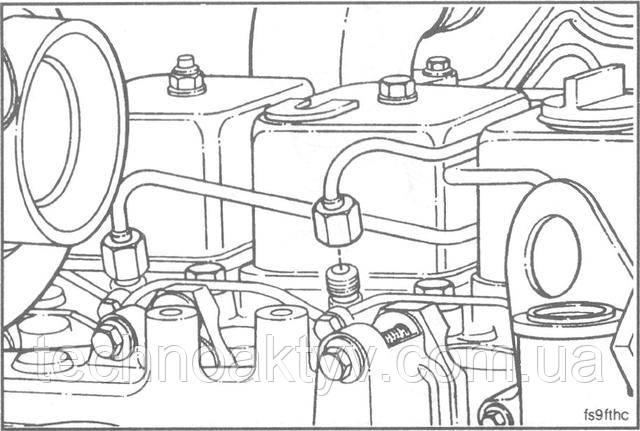 Ключ 17мм  Установите топливопроводы высокого давления.  Крутящий момент затяжки:24 Н • м [18 ft-lb]