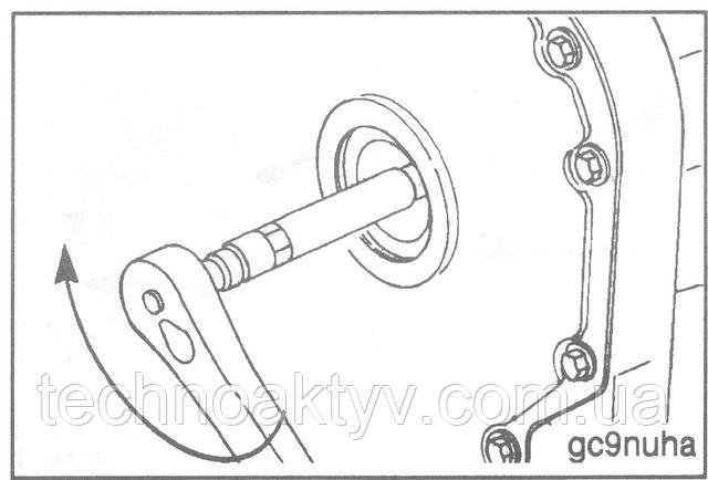 Ключ 22 мм  Затяните гайку крепления ведущей шестерни.  Установите на место заглушку отверстия для доступа.  Крутящий момент затяжки:  Bosch 65 Н • м [48 ft-lb]  Stanadyne 65 Н • м [48 ft-lb]