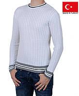 Шикарный пуловер белого цвета.