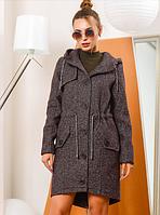 Модное пальто полуприталенного силуэта с высоким горлышком