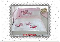 Очень красивая детская сменная постель розового цвета с вышивкой (летающие бабочки)