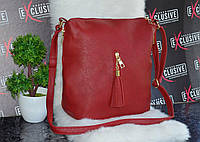 Бордовая сумка с кисточкой.