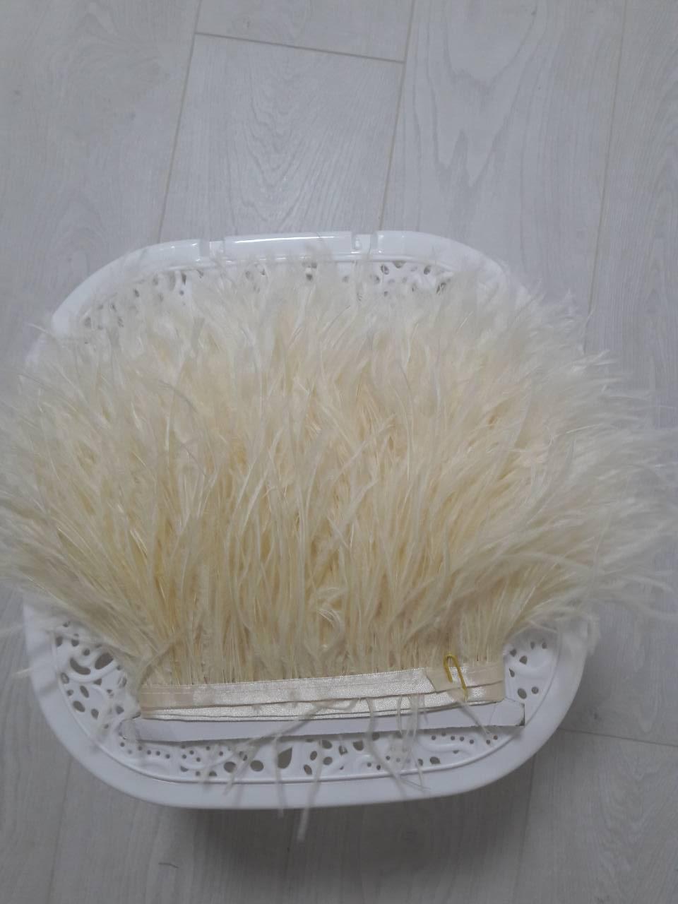 """Пір'яна тасьма з пір'я страуса . Колір Блідо жовтий"""" Ціна за 0,5 м"""