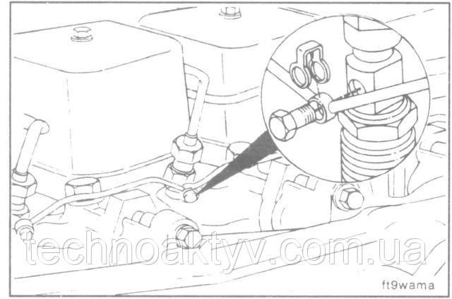 Ключ 10 мм  Вывинтите болты крепления топливопровода к форсункам.
