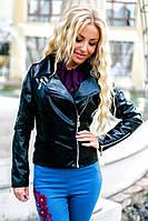 Стильная женская куртка с нашивкой.