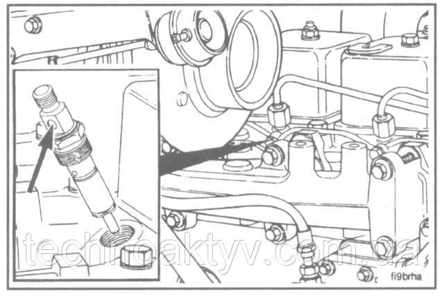 Установите форсунку вместе с втулкой и шайбой в гнездо. Дренажное отверстие форсункидолжнобыть ориентировано в сторону противоположную крышке клапанов.