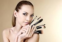 Как разобтаться в кисточках для макияжа