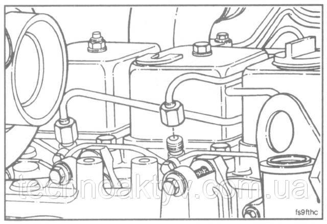 Ключ 17мм  Установите топливопроводы высокого давления.Крутящий момент затяжки:24 Н • м [18 ft-lb]