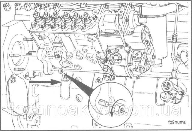 Ключ 15 мм  Снимите четыре установочные гайки. Снимите топливный насос.