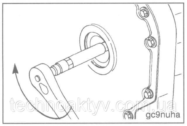 Ключи 22 мм или 27 мм  Затяните гайку крепления шестерни ТНВД.  Крутящие моменты затяжки:  насос Р7100165 Н.м [122 ft-lb]  насос MW105 Н.м [77 ft-lb]  насос А 93 Н • м [68 ft-lb]  насос ЕР9123 Н • м [92 ft-lb]  От руки установите заглушку отверстия для доступа к шестерне ТНВД.