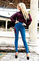 Модный молодежный костюмчик, брюки с нашивкой и однотонная блуза.