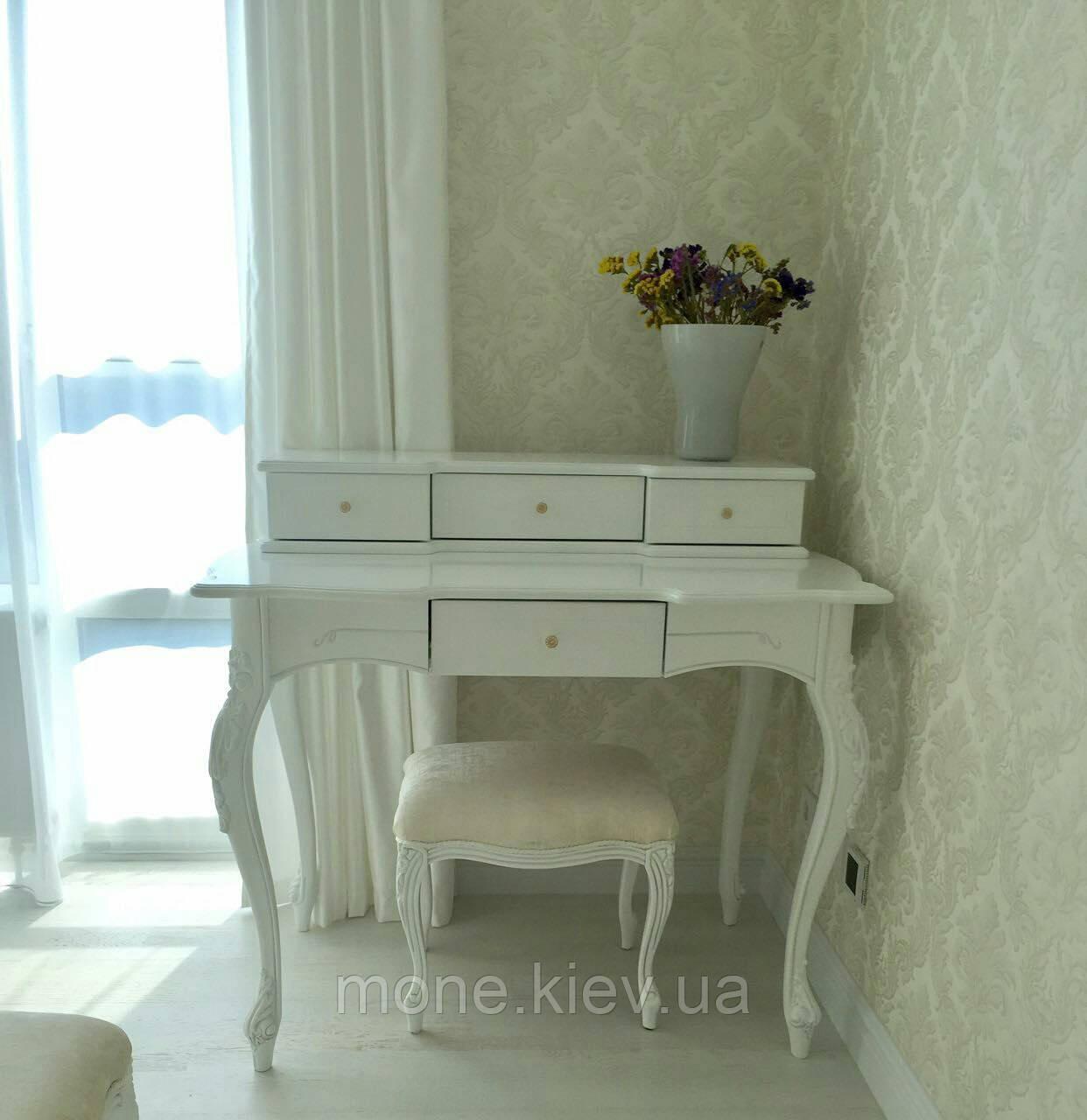 Туалетные столик в спальню №8 из массива в классическом стиле