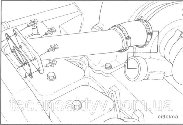 Ключ 8 мм или отвертка  Ослабьте хомуты и расположите шланг таком образом, чтобы можно было снять соединительный воздушный патрубок.