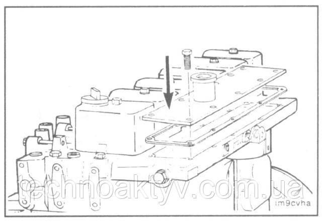 Ключ 10 мм  Установите крышку и новую прокладку.Крутящий момент затяжки: 24 Н • м [18ft-lb]