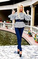 Классный женский костюм-двойка, однотонные брюки и блуза с принтом. Корсет в комплекте.