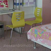 Стульчик в детскую комнату разных цветов, Китай.