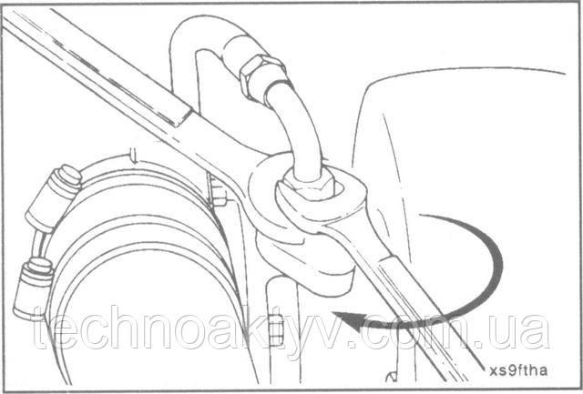 Ключ 16 мм  Установите подводящий маслопровод.  Крутящий момент затяжки:35 Н • м [26 ft-lb]