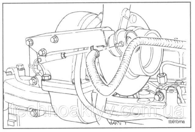 Внимание ! При установке подводящего маслопровода предусмотрите, чтобы маслопровод не находился в непосредственном контакте с корпусом турбины, в противном случае маслопровод загорится во время работы двигателя.  Если турбокомпрессор имеет перепускную заслонку, соедините трубопровод магистрали, управляющей заслонкой, с камерой.