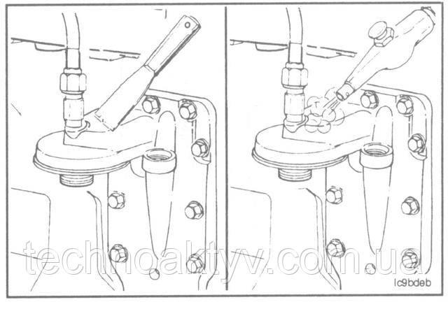 Элемент охладителя масла и прокладка двигателейКамминз Камаз - Замена  Подготовительные операции:  •Слейте охлаждающую жидкость.  •Снимите масляный фильтр.  Очистите от грязи и пыли всю поверхность вокруг охладителя масла.