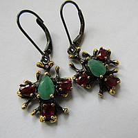 Серебряные серьги с рубинами и изумрудами (7х5). Черная и желтая позолота