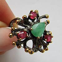 Серебряное кольцо с рубинами и изумрудом (7х5). Черная и желтая позолота