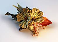 Заколка украшенная желтыми цветами
