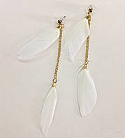 Серьги с подвесками-перьями в белом цвете