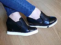 Женские сникерсы черные с лаковым носком