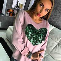 Женский свитшот розового цвета украшенный вышивкой в виде сердца