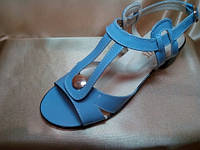 Женские босоножки кожаные на низком каблуке