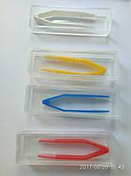 Пинцет для контактной линзы с силиконовыми насадками в футляре