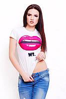 Женская белая базовая футболка большие размеры с ярким принтом Губы Mr. and Ms.