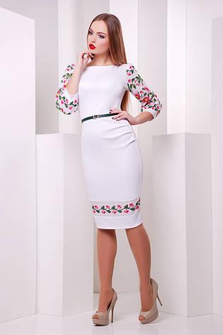 d446a4a2d0a Нарядное белое платье-футляр больших размеров с орнаментом на рукавах и  подоле Цветы-орнамент
