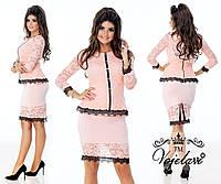 Молодежный стильный костюм-двойка, юбка и кофта декорирована кружевом.