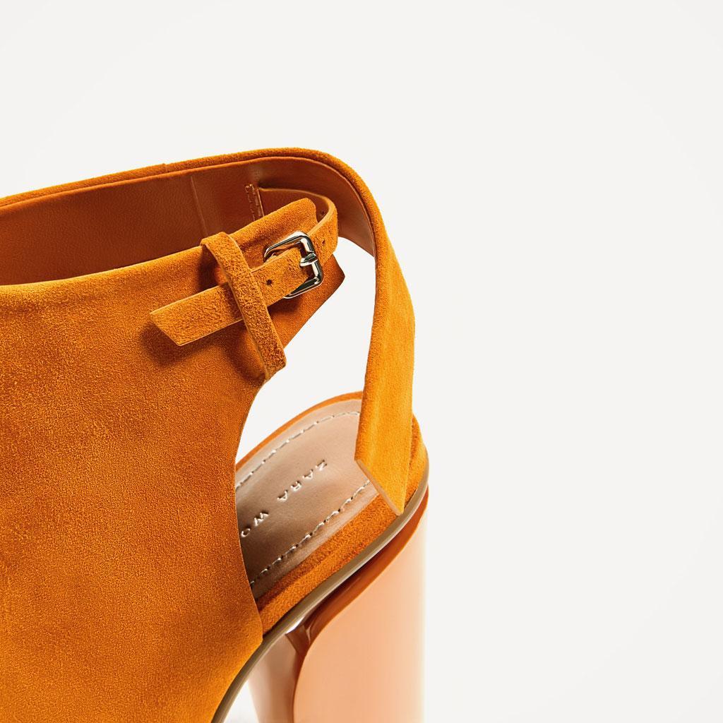 b95f10348406 Стильные закрытые босоножки на каблуке