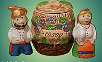 Сахарница керамическая с двумя фигурками дедом и бабкой