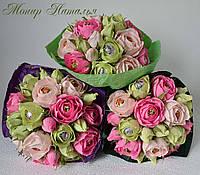Букет з квітів і цукерок корпоративний жінкам