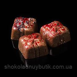 """Шоколадные конфеты ручной работы """"Марципановый презент"""", 1 шт, 15 г."""