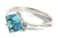 """Кольцо """"Кубик"""" с кристаллами Swarovski, покрытое серебром (a1703040)"""